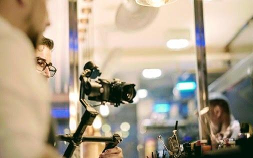 grabando-historias-en-restaurante-Nola-Nuevaconexion